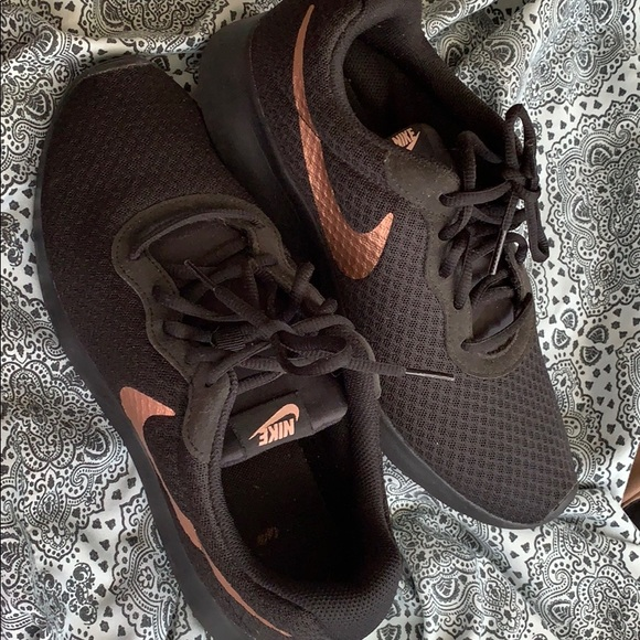 Nike Shoes - Women's Nike running shoe